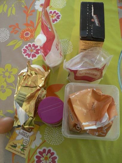 Les ingrédients ! (le chocolat est sorti mais en fait je ne m'en suis pas servi)